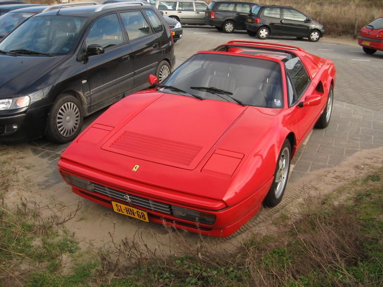 Ferrari 328 GTS - niet echt een mooie foto maar omdat op die andere maar een klein stukkie stond wou ik jullie hem even helemaal laten zien <img  src=