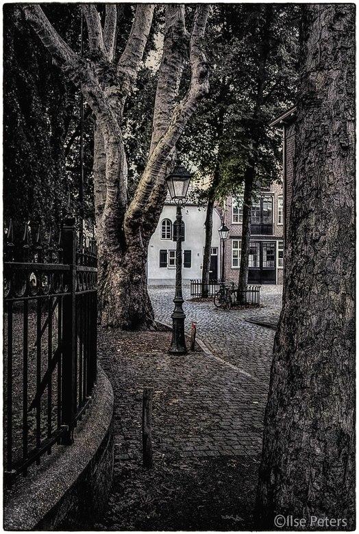 Nostalgisch straatje Den Bosch - Een prachtig nostalgisch straatje langs de St. Jan Kathedraal in Den Bosch gefotografeerd met mijn Nikon D5300 met ee