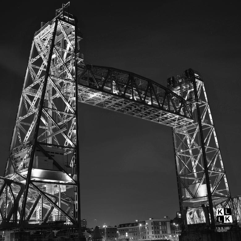 De Hef - De Hef is de populaire benaming van de Koningshavenbrug, een sinds 24 september 1993 voor het treinverkeer buiten gebruik gestelde spoorweghe