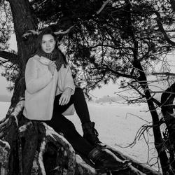 Snowshoot with Maya
