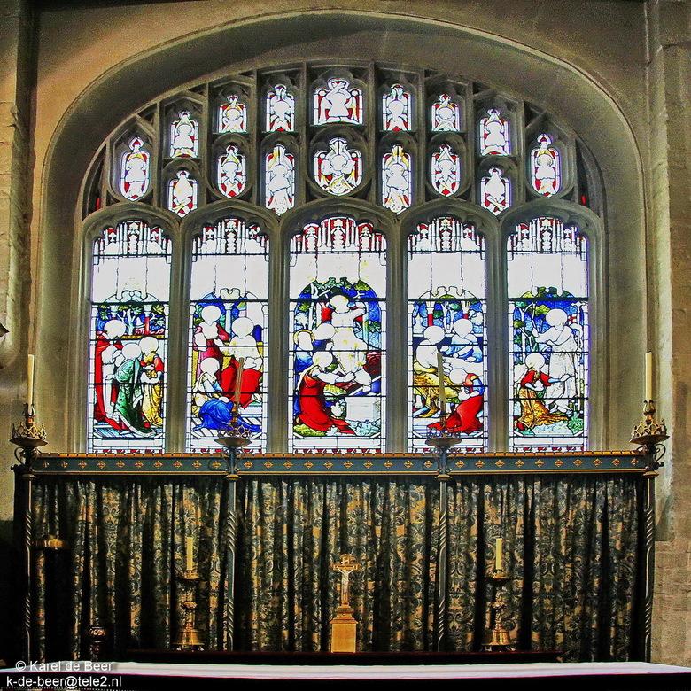 Cirencester 17 - Nog een dan, de laatste uit het interieur. Dit is weer een kapel met altaar en kaarsen voor het raam. Helaas weinig tot geen tekening