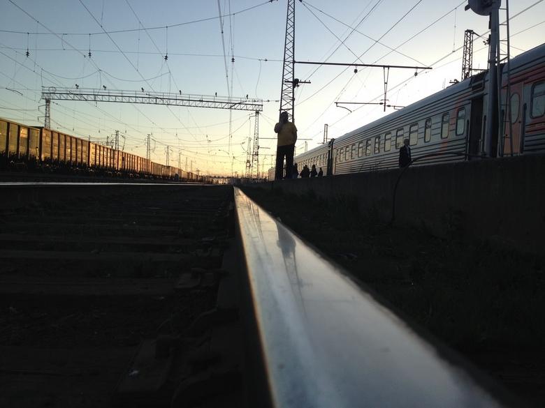 On the way - Tussenstop in Siberië met de Trans-Mongolië express met ondergaande zon.