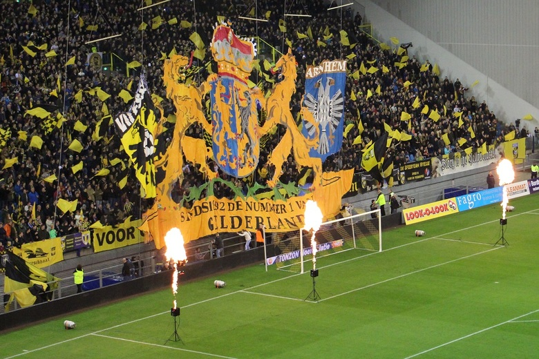 2015 Vitesse Nec - Arnhem, Gelredome. De wedstrijd van 2015 tussen Vitesse en Nec. Hier de zuid tribune met de fanatieke aanhang van Vitesse tijdens h