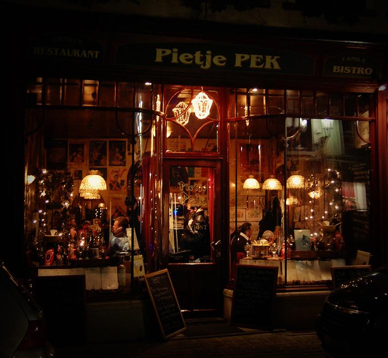 """Pietje Pek - Café Pietje Pek, in Brugge. Het zag er zo knus en warm uit <img  src=""""/images/smileys/smile.png""""/>"""