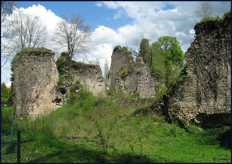 ruine kasteel - wordt door vrijwilligers gerestaureerd/geconsolideerd