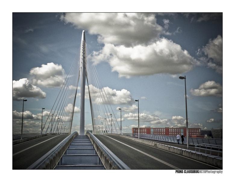 Prins Clausbrug - Twee eerdere uploads van deze brug lijken te zijn verdwenen, daarom vandaag maar twee nieuwe. Iedereen een prettig weekend gewenst.