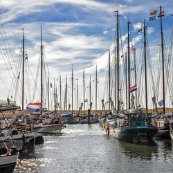 Masten tellen in de haven van Oudeschild op Texel.