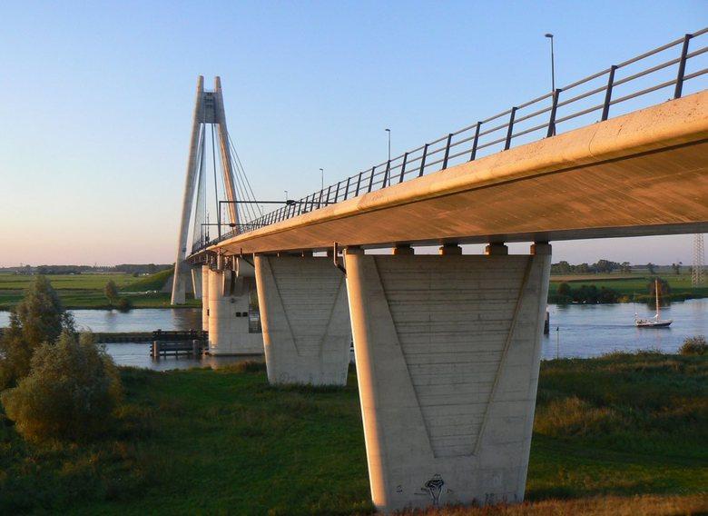Brug - De eilandbrug bij Kampen.