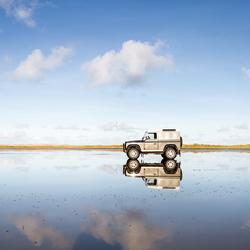 Land Rover op het strand