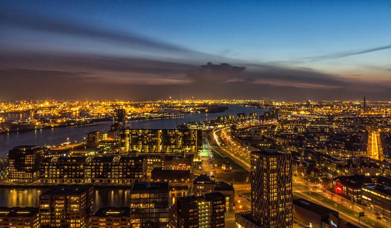 Terugblik 2013 - deel 4 - In Rotterdam ben ik het afgelopen jaar flink wat keren wezen fotograferen, vooral in de avond. Ik heb daar enorm van genoten