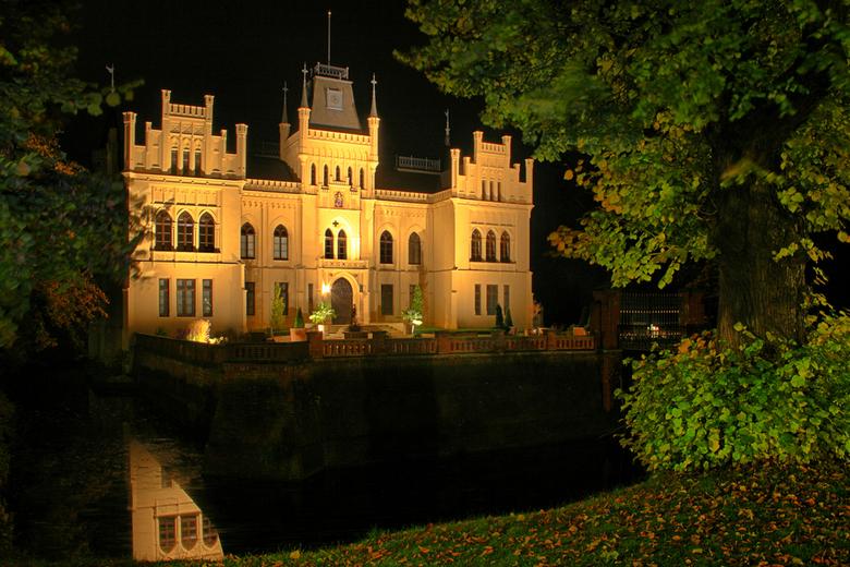 Schloss Evenburg - Gisteravond met maatje Bert Meijer naar Leer in Duitsland geweest om onze cam's weer eens bloot te stellen aan de lange sluite