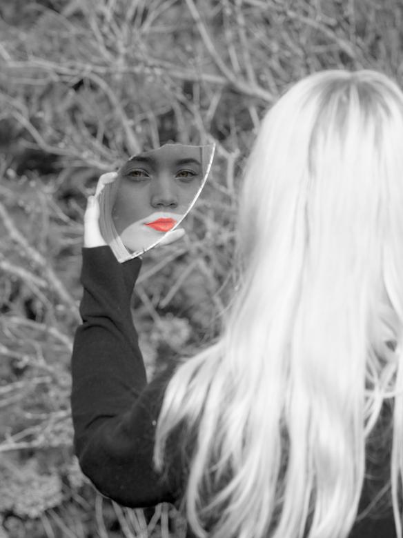 spiegeltje spiegeltje - Ivm. nieuwe expositie in de gangen van ons bedrijf alvast wat geoefend.