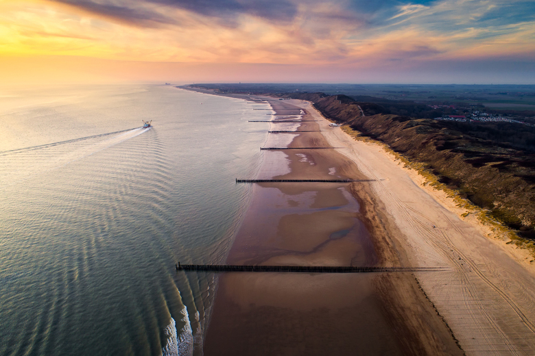 De Zeeuwse Costa - Het resultaat van een avondje vliegen met de Phantom 4 Pro aan de Zeeuwse kust (bij Dishoek)