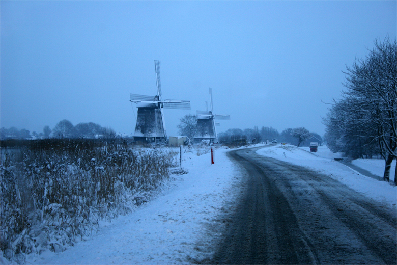 Blauw licht - Foto tegen de avond gemaakt in de Schermer polder