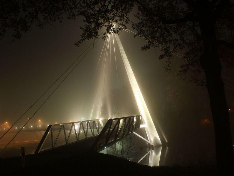 Misty evening - Fietsbrug Dr88 in de mist...