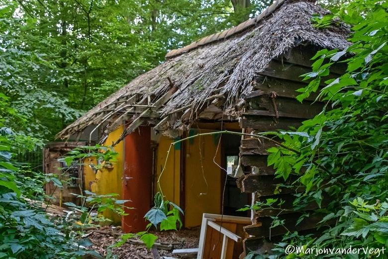 Ik ga verhuizen - Je zou hier maar in kunnen wonen, midden in &#039;t  bos .... maarja, dit is zo verwaarloost, da&#039;s zo jammer.<br /> <br /> Ik