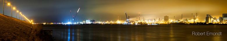 Haven en staalfabriek -