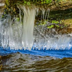 ijsafzettingen onder takken