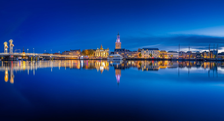 kampen panorama - Panorama van Kampen tijdens het blauwe uur.