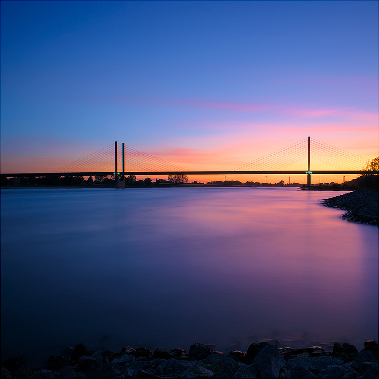 Am Rhein 1 - Rijnbrug Rees vanuit de uiterwaarden. Mooie locatie om nog wat te oefenen met de onlangs aangeschafte LEE filters.