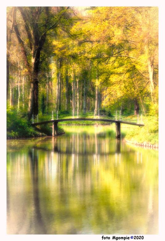 """Little bridge - Eens een keertje in een romantische bui.........<br /> <br /> bedankt voor de reacties op <a href=""""https://zoom.nl/foto/macro/geen-o"""