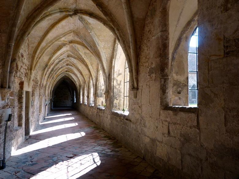 Klooster Michaelstein 9. - Dit is een van de oudste gangen van het kloostercomplex Michaelstein bij de plaats Blankenburg (Hars gebied) Duitsland.<br