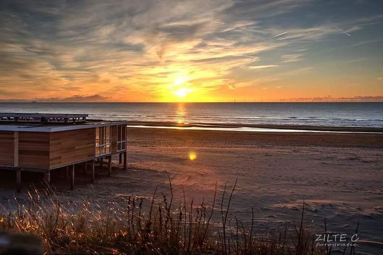 Strand..... Zee..... Heerlijk! - Zonsondergang.... Ik blijf het fascinerend vinden...