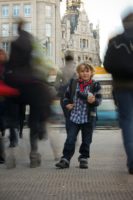 """De kleine fotograaf - Mijn zoontje Maarten heeft voor mij een halve seconde mooi blijven stilstaan <img  src=""""/images/smileys/smile.png""""/>"""