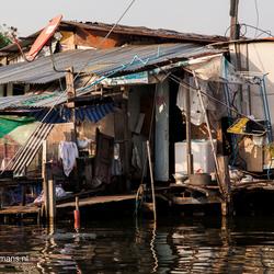 Wonen en leven langs de rivier in Bangkok Thailand