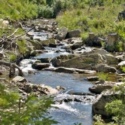 Een cascade van stroomversnellingen in de Ilse.