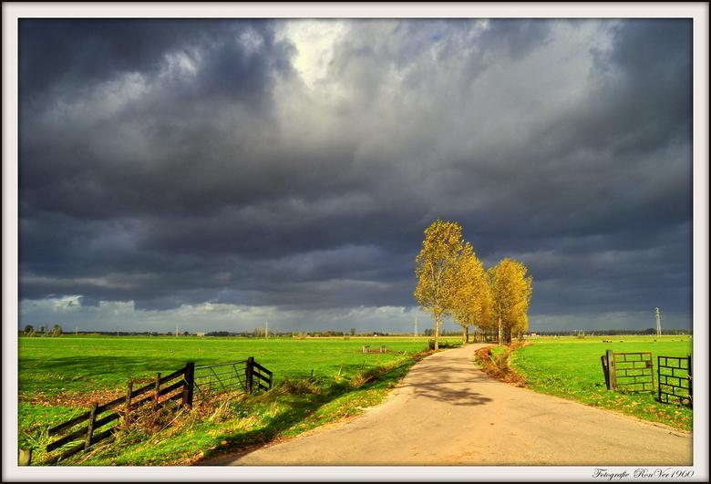 Storm - Het was vanmiddag behoorlijk donker boven ons dorp .... oktober storm 2013.