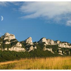 Maan boven de Mont du Chat