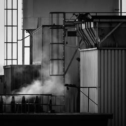 Detail betonfabriek bij Maximabrug