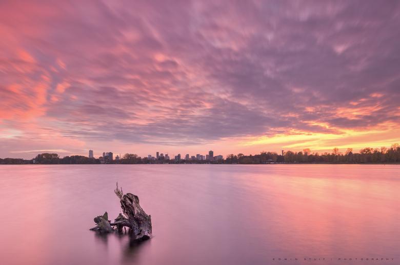 Kralingse plas - Afgelopen avond een prachtige zonsondergang. De foto is genomen vanaf de Kralingse Plas met zicht op Rotterdam.