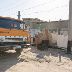 Boechara (Oezbekistan) - Kamaz vrachtwagen (oud Sovjet merk)