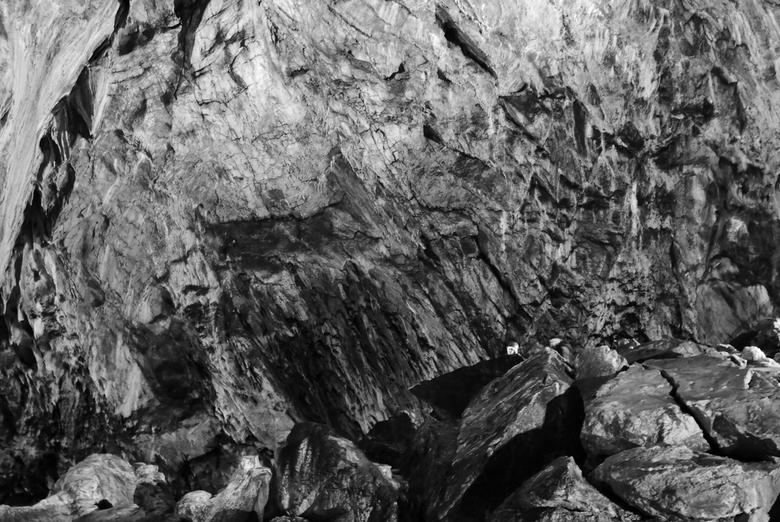 Ialomita Grotten - Roemenië - 2 mensen zijn verstopt in deze foto.. kan jij ze vinden?<br /> <br /> Genomen in de &quot;Ialomita Grotten&quot;, Buce