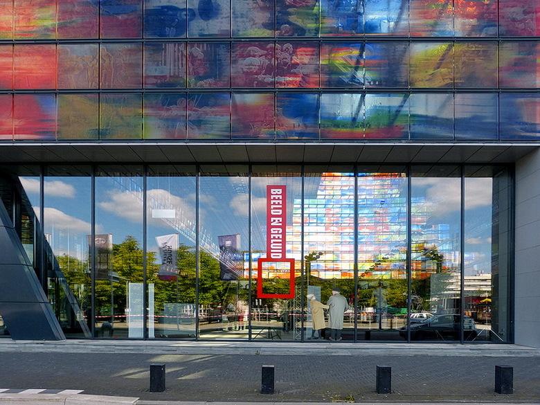 Media Park. - De buitenkant van het museum Beeld en Geluid op het media park Hilversum.<br /> <br /> 1 september 2012.<br /> Groetjes, Bob.