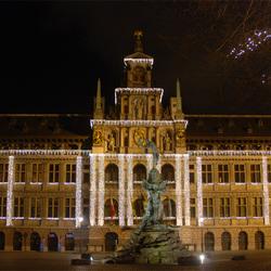 Antwerpse stadhuis met sfeerverlichting
