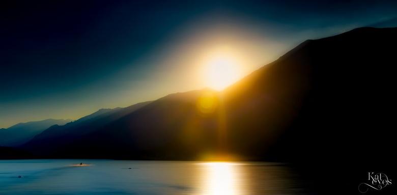 Lago sundown - Zonsondergang vanaf Bellagio, Lago di Como op de grens van zomer naar herfst.