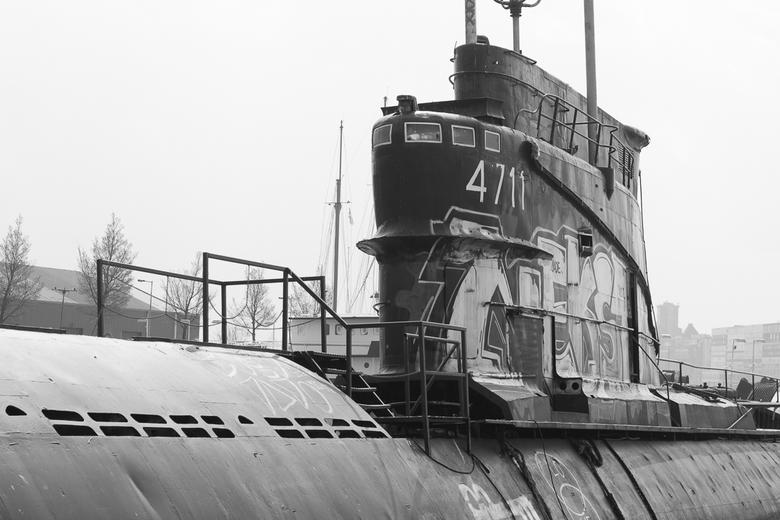 Onderzeeër Foxtrot - Bij het pondje in Amsterdam noord bij de NDSM werf ligt deze verlaten Russische Onderzee boot te wachten op zijn volgende reis.