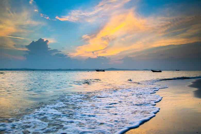 Pulau Kapas - Het prachtige strand van Pulau Kapas, Maleisië. Een klein eiland zonder wegen, zonder winkels, alleen maar witte stranden, een blauwe oc