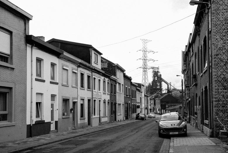 Seraing (bij Luik) - Rue des Pierres met hoogoven van Cockerill Sambre - Seraing (bij Luik) - Rue des Pierres met hoogoven van Cockerill Sambre