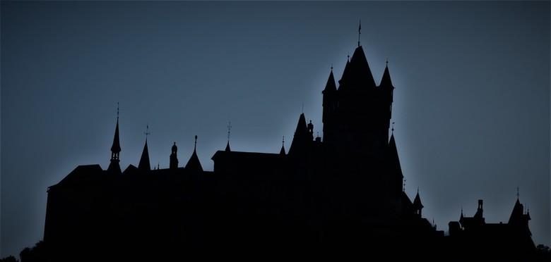 kasteel cochem blauwe uurtje - Op de terugrit vanuit Cochem werd ik verrast met dit beeld! Natuurlijk de auto langs de kant om een foto te maken! Reic