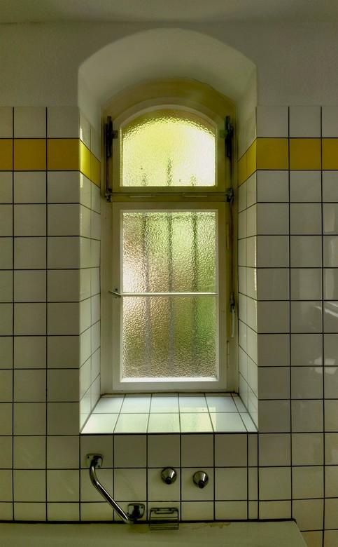 ziekenhuis Duitsland detail badkamer | Bewerkte fotografie foto van ...