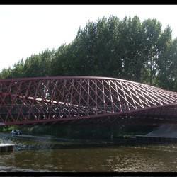 2e foto Verdraaide constructie brug