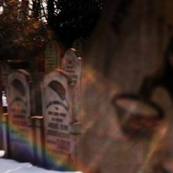 Regenbogen Spaziergang entlang und Jüdischen Gräber