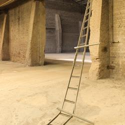 verlaten steenfabriek, opslagloods