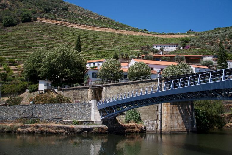 Portgebied langs de Douro Portugal - Het prachtige portgebied langs de Douro in Portugal. Druiven...zon....water...heuvels....Port(ugal).<br /> Porth