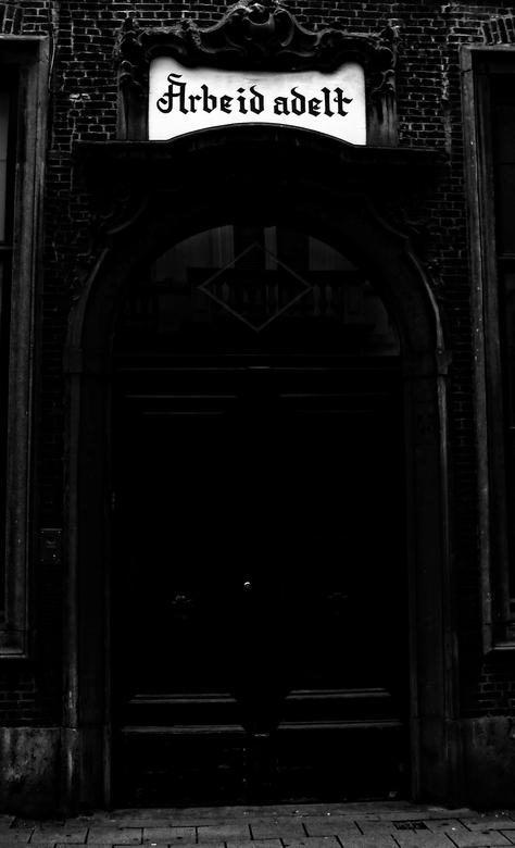 sad stories behind the black doors - groot zien aub<br /> <br /> <br /> <br /> dank voor  de waardering bij de &quot;de Val