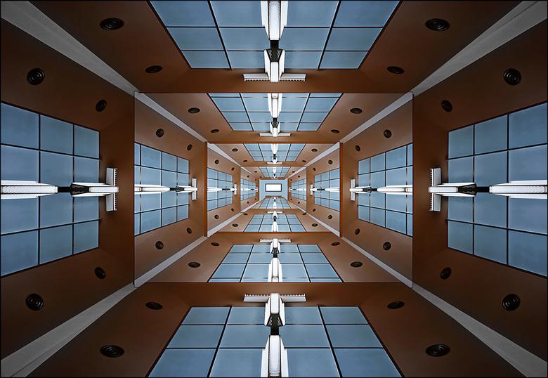 tl-tunnel- - Vrije opname uit het stedelijk museum Amsterdam